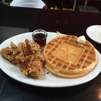 Photo taken at Ma Momma's House of Cornbread, Chicken & Waffles by Drew B. on 7/28/2014