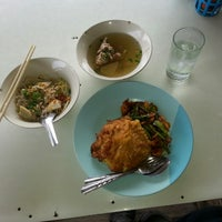 Photo taken at ครัวปู่ย่าตายาย ริมเจ้าพระยา by atthasit on 3/10/2014