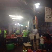 Photo taken at Santiga Seafood (Abeng) by Mario J. on 10/11/2015