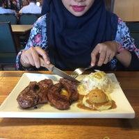 Photo taken at Me'nate Steak Hub by Byezura A. on 5/20/2015