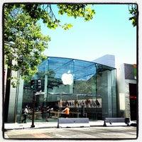 Photo taken at Apple Palo Alto by Naoki T. on 5/19/2013