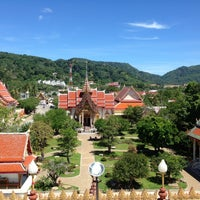Photo taken at วัดไชยธาราราม (วัดฉลอง) Wat Chalong by Faklairung L. on 5/14/2013