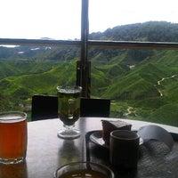 Photo taken at Cameron Bharat Tea Valley by Farrah J. on 1/10/2013