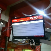 Photo taken at PHD (Pizza Hut Delivery) by Hextor 'tore' W. on 1/9/2013