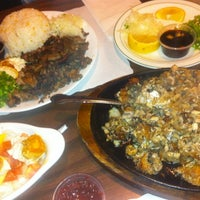 Photo taken at House of Sisig by Steffie Pardo H. on 12/20/2012