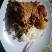 Photo taken at Lesehan Nasi Gudeg Cukupan Batas Kota by Prass G. on 9/13/2014