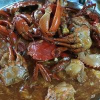 Photo taken at Batu 8 Kapar Seafood by Adrian L. on 10/19/2014