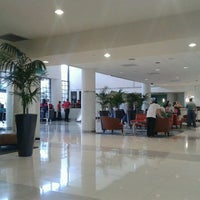 Photo taken at Sheraton Miami Airport Hotel & Executive Meeting Center by Anna Laura A. on 2/2/2013