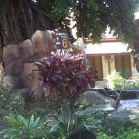 Photo taken at SMA Negeri 6 Surabaya by Wira N. on 3/21/2013