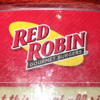 Photo taken at Red Robin Gourmet Burgers by Tinia Monique on 5/18/2013