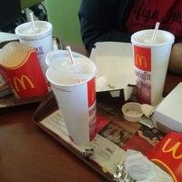 Photo taken at McDonald's by Fernán G. on 4/13/2013