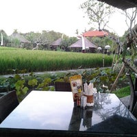 Photo taken at Bebek Tepi Sawah Restaurant & Villas by lia i. on 3/13/2013