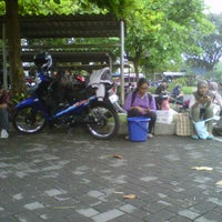 Photo taken at Fakultas Kedokteran Hewan by Trissia N. on 10/17/2012