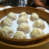 Photo taken at Din Tai Fung 鼎泰豐 by Vanessa S. on 11/27/2012