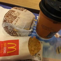 Photo taken at McDonald's / McCafé by wogoxettebclw on 6/18/2016