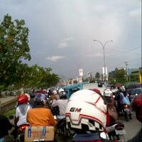 Photo taken at Jalan Urip Sumoharjo by Chakke Shake B. on 5/31/2013
