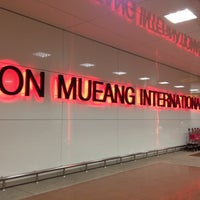 Photo taken at Don Mueang International Airport (DMK) by ギフト G. on 10/15/2012