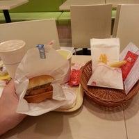 Photo taken at MOS Burger by Wee Chong L. on 12/8/2012