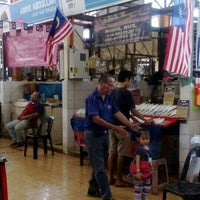 Photo taken at Sunday Market (Pasar Minggu Satok) by DOM M. on 12/12/2015