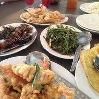 Photo taken at Restoran Tupai-Tupai by 朱丽亚 Hashim  on 5/12/2013