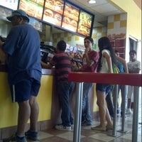 Photo taken at Burger King by Ulises R. on 5/19/2013