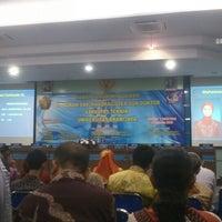 Photo taken at Gedung Dekanat Fakultas Teknik by Avid A. on 8/23/2013