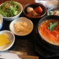 Photo taken at 韓国家庭料理 はな by Jin O. on 4/10/2013