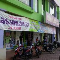 Photo taken at Manjaku Baby Centre by Dzailnurin A. on 1/1/2014