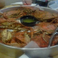 Photo taken at Off The Hook Raw Bar & Grill by Jerry H. on 1/14/2013