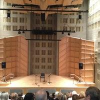 Das Foto wurde bei Baruch College - William and Anita Newman Vertical Campus von Jerry L. am 7/13/2013 aufgenommen