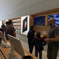 Photo taken at Apple Store by Olivier R. on 11/6/2015