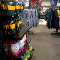 Photo taken at DICK'S Sporting Goods by Fatima Al Slail on 10/13/2012
