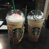 Photo taken at Starbucks Coffee by Che V. on 11/20/2012