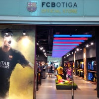 Photo taken at FCBotiga Official Store by Rouven H. on 10/17/2013