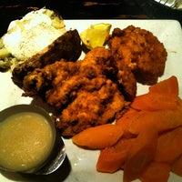 Photo taken at Annie's Paramount Steakhouse by John W. on 5/29/2014
