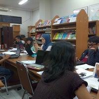Photo taken at Perpustakaan FISIP UPN Veteran Yogyakarta by Harry M. on 4/29/2013