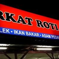 Photo taken at Barkat Roti John by Ee on 12/22/2013