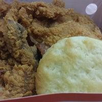 Photo taken at Popeyes Louisiana Kitchen by Aline S. on 12/25/2014