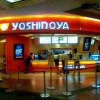 Photo taken at Yoshinoya (吉野家) by Farry A. on 11/6/2012