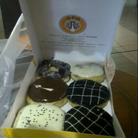 Photo taken at J.Co Donuts & Coffee by bonda i. on 2/10/2014