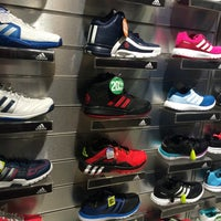 Photo taken at Planet Sports by Lhalha D. on 6/29/2016