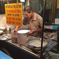 Photo taken at เต้าฮวย บัวลอยน้ำขิง by Chaiwut N. on 12/29/2012
