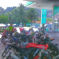 Photo taken at Petronas Jln Spg Pulai - Lojing by Muhammad A. on 8/14/2016