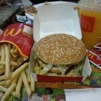 Photo taken at McDonald's by Vitória R. on 8/24/2013