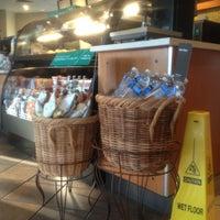 Photo taken at Starbucks by Rin R. on 7/28/2013