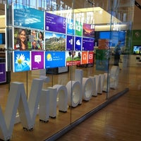 Photo taken at Microsoft Store by Sander van Lingen on 4/5/2013