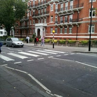 Photo taken at Abbey Road Studios by Victor Hugo A. on 9/10/2012