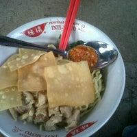 Photo taken at Bakmie Yamin Mang Memet by rambu013 j. on 7/7/2012