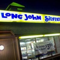 Photo taken at Long John Silvers by Ezequiel M. on 8/31/2011