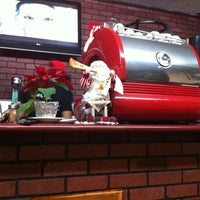 Photo taken at Happy's Pizza by Arturo N. on 12/27/2011
